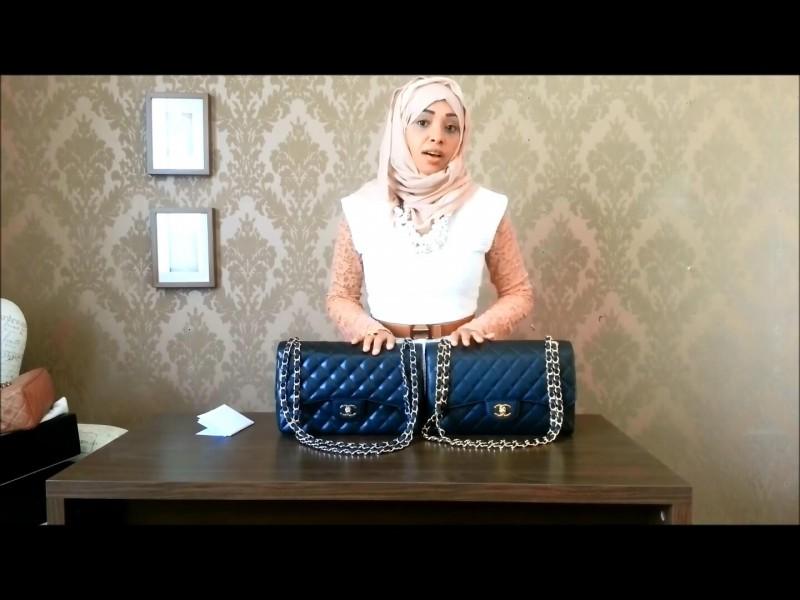 Как и многие догадались, подделка слева. Определить её можно по слишком  блестящей коже. Обратите внимание, что оригинальная сумка Chanel ... 3c1e701a622