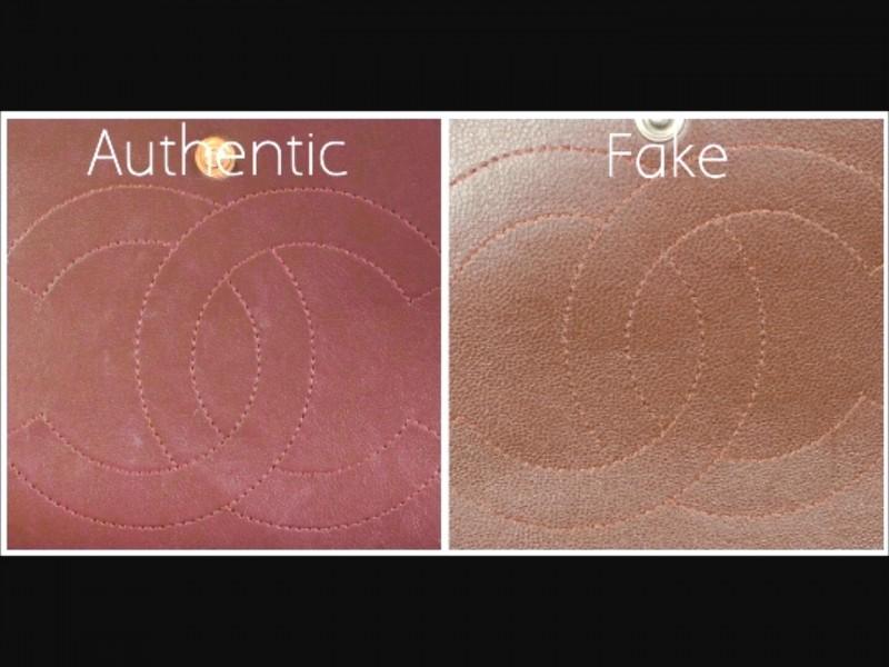 34cd08b6f82a Видите разницу в текстуре кожи. В оригинальной сумке (фото слева) видно,  что кожа значительно более качественная, а также имеет более мелкую  текстуру.