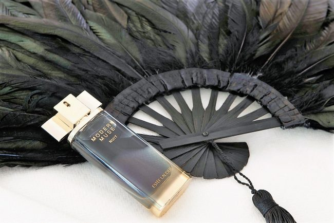 estee-lauder-modern-muse-nuit-fragrance-review-2-650x434